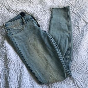 hollister ripped knee jeans